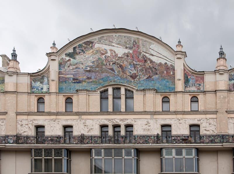 MOSCÚ, RUSIA - SEPTIEMBRE DE 2017 Los paneles de la mayólica para la fachada del ` de Metropol del ` del hotel imagenes de archivo