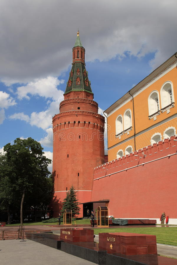 Moscú. Tumba del soldado desconocido. Fuego eterno. imágenes de archivo libres de regalías