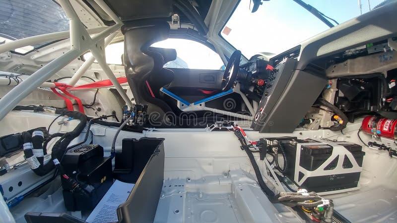 Mosc?, Rusia - 5 de mayo de 2019: Interior de la taza blanca de Porsche 911 GT3 RS parqueada en la calle El competir con modifica fotografía de archivo libre de regalías