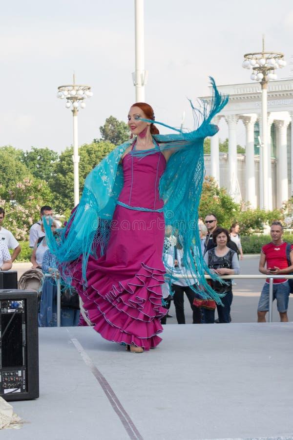 Mosc?, Rusia: Festival ?d?as de fiesta del ballet del mundo ? Funcionamiento de la danza del flamenco fotos de archivo libres de regalías