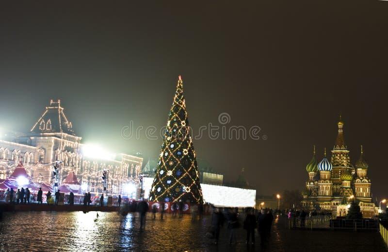 Mosca, albero di Natale sul quadrato rosso immagini stock libere da diritti