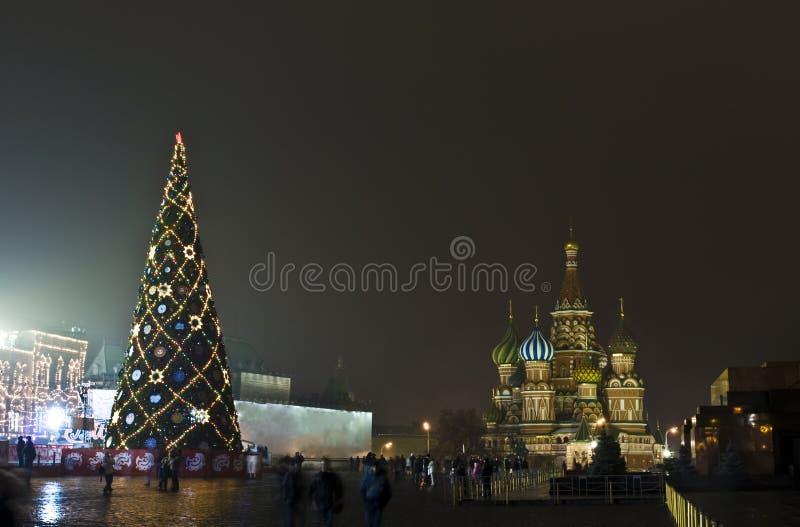Mosca, albero di Natale sul quadrato rosso immagine stock