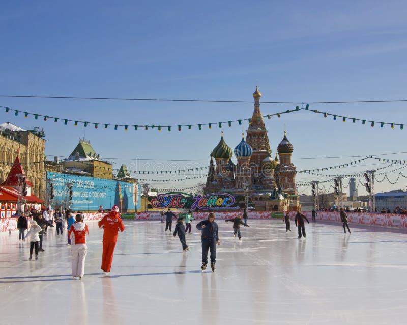 Mosca, anello pattinante sul quadrato rosso fotografia stock libera da diritti
