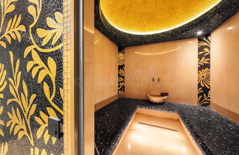 MOSCA - APRILE 2014: Interno di un bagno a vapore turco nel centro di bellezza ed in stazione termale Territoriya immagine stock libera da diritti