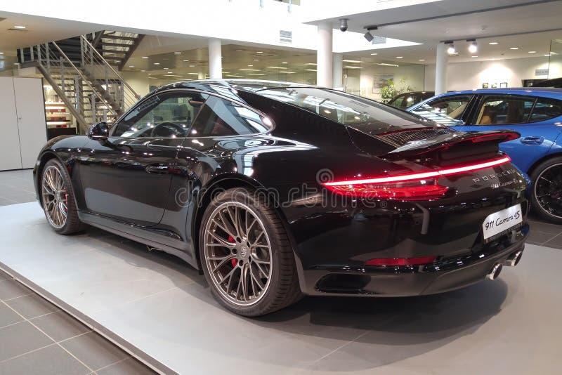 mosca Febbraio 2019 Porsche nero 911 Carrera 4S 991 in sala d'esposizione della gestione commerciale fotografia stock libera da diritti