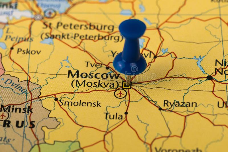 Mosca ha appuntato in una mappa del primo piano per la coppa del Mondo 2018 di calcio in Russia fotografia stock