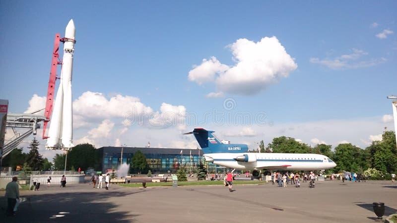 Download Mosca, Il 25 Maggio 2016 Yak 42 Dell'aereo E Di Rocket Vostok Al Centro Espositivo Del Russo Di VDNKh Immagine Stock Editoriale - Immagine di limite, economia: 117981799