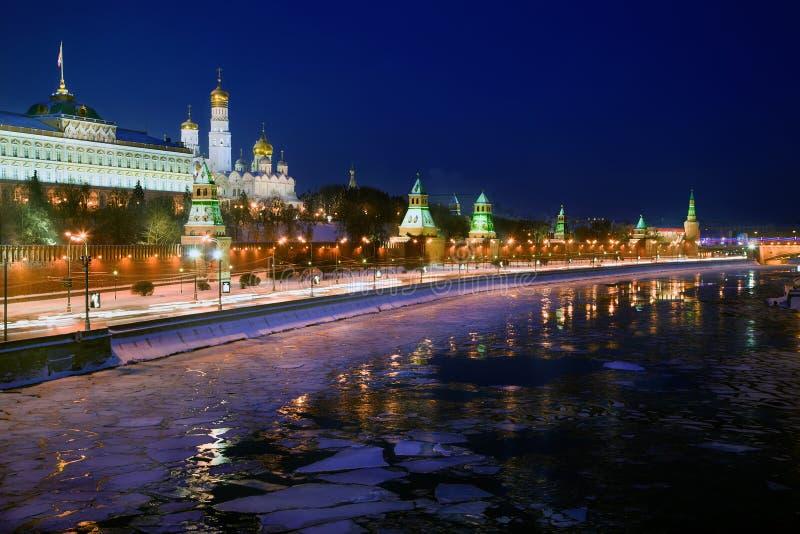 Mosca Kremlin alla notte immagini stock