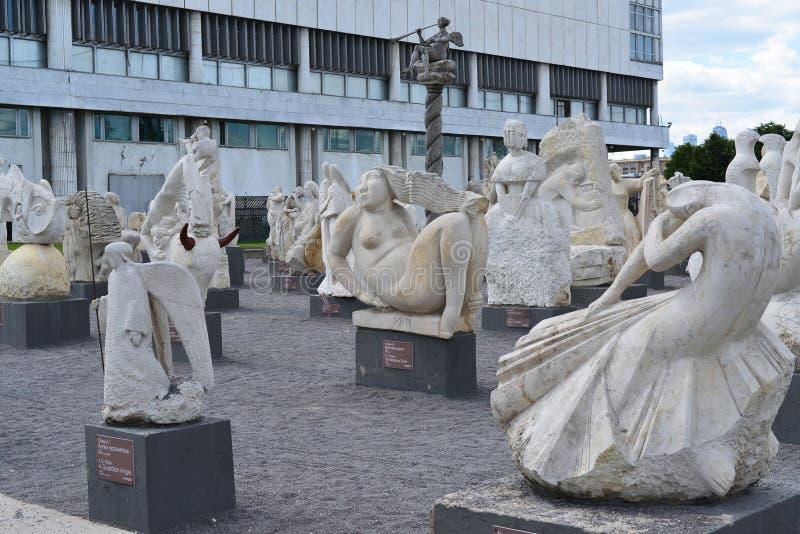 Mosca, la Russia, maggio, 12,2015, parco di Muzeon nel centro della città, posto delle passeggiate e sculture dall'Unione Sovieti immagini stock libere da diritti