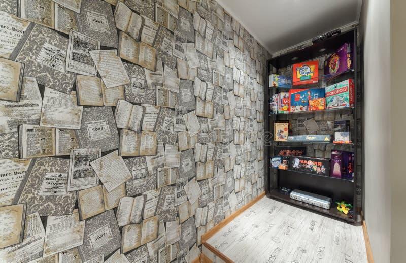 MOSCA - LUGLIO 2014: Interno del narghilé e del anticafe MELLOW-YELLOW fotografia stock
