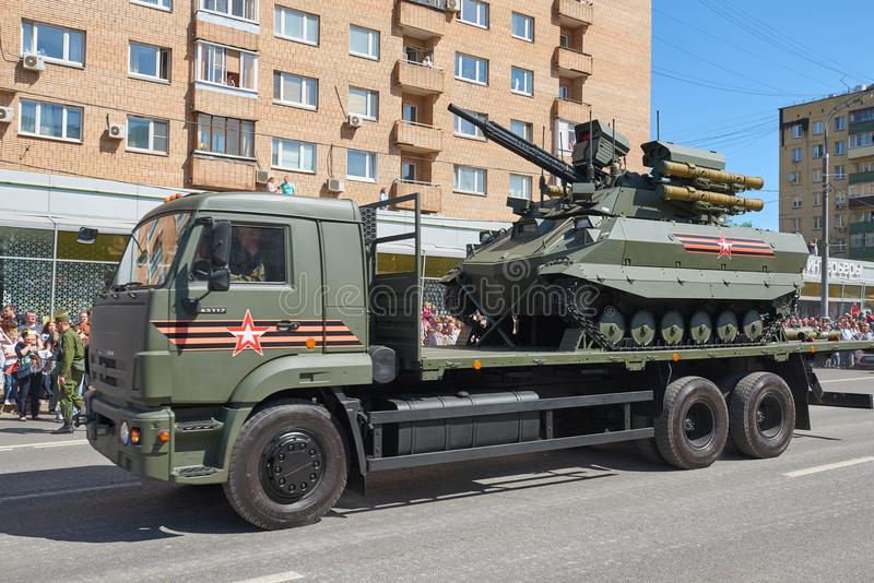 MOSCA, MAGGIO, 9, 2018: Parata di festa di grande vittoria dei veicoli militari russi Carroarmato Uran-9 del telecomando radio su immagine stock