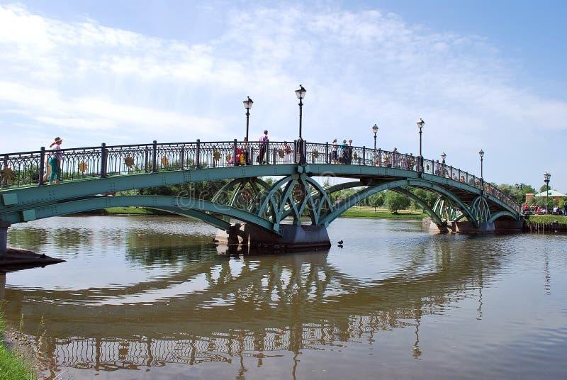 mosca ponte nel parco di Tsaritsyno fotografia stock