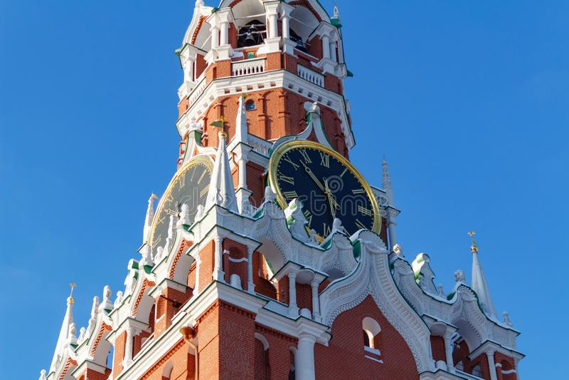 Mosca, Russia - 1° febbraio 2018: Carillon della torre di Spasskaya del primo piano di Cremlino di Mosca Cremlino di Mosca nell'i immagini stock libere da diritti