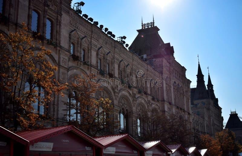 Mosca, Russia - 17 agosto 2018: La GOMMA del grande magazzino di dipartimento di stato di Mosca alla luce posteriore fotografia stock