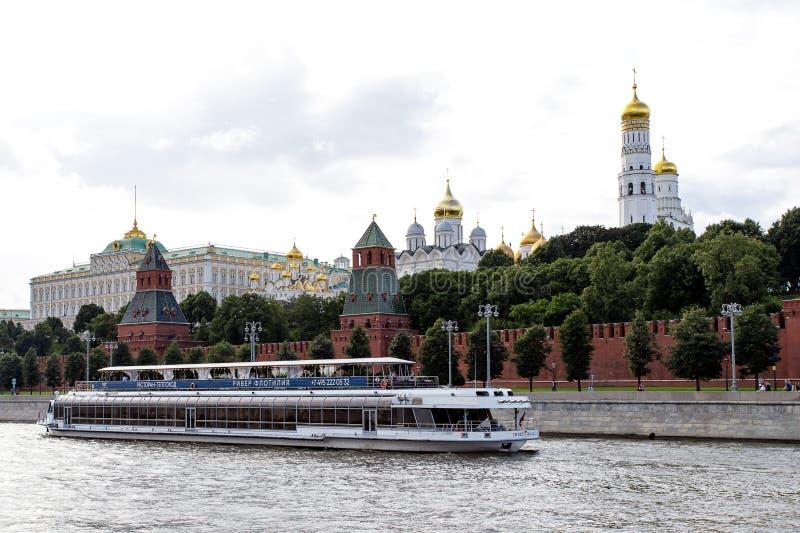 Mosca, Russia - 6 agosto 2019: vista del Cremlino di Mosca e dell'argine Architettura e viste di Mosca fotografia stock