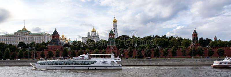 Mosca, Russia - 6 agosto 2019: vista del Cremlino di Mosca e dell'argine Architettura e viste di Mosca fotografie stock libere da diritti