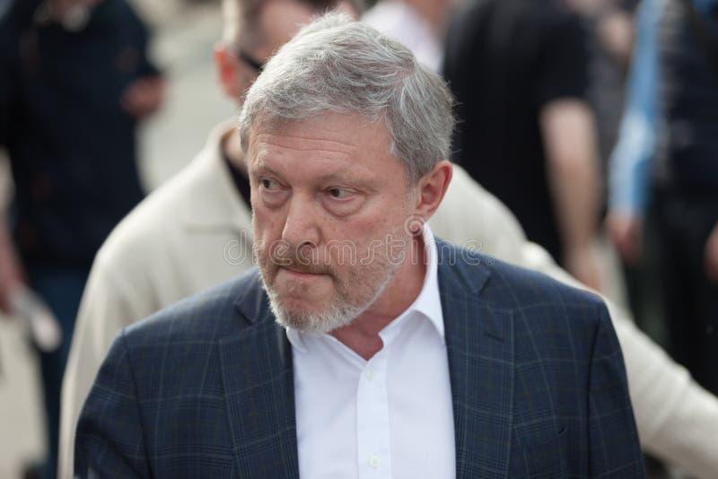 MOSCA, RUSSIA - 30 APRILE 2018: Politico Grigory Yavlinsky lascia il raduno sul viale di Sakharov contro censura di Internet fotografia stock libera da diritti