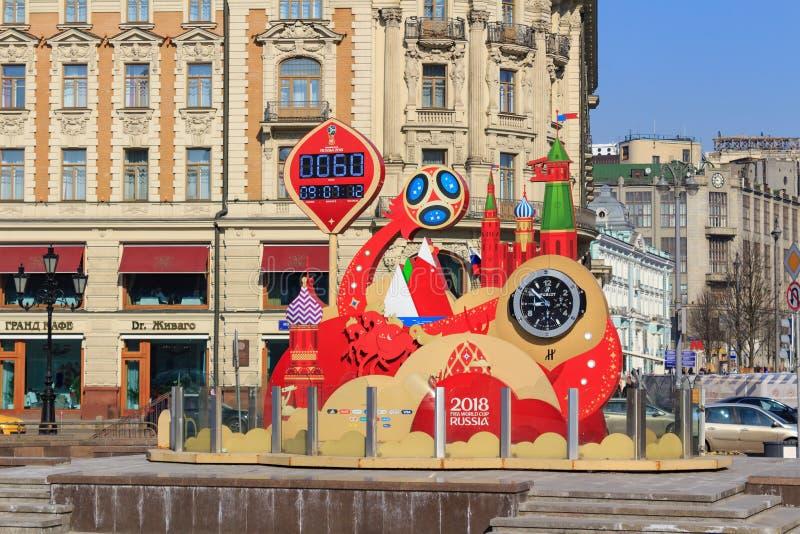 Mosca, Russia - 15 aprile 2018: Temporizzatore di conto alla rovescia prima dell'iniziare della coppa del Mondo Russia 2018 della immagine stock