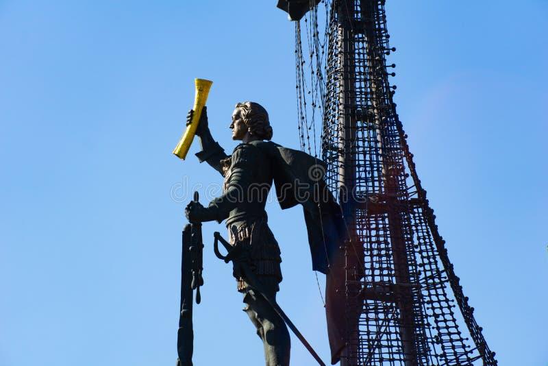 Mosca, Russia - 28 aprile 2019: Vista del monumento a Peter le grande sullo sputo del fiume di Mosca immagini stock