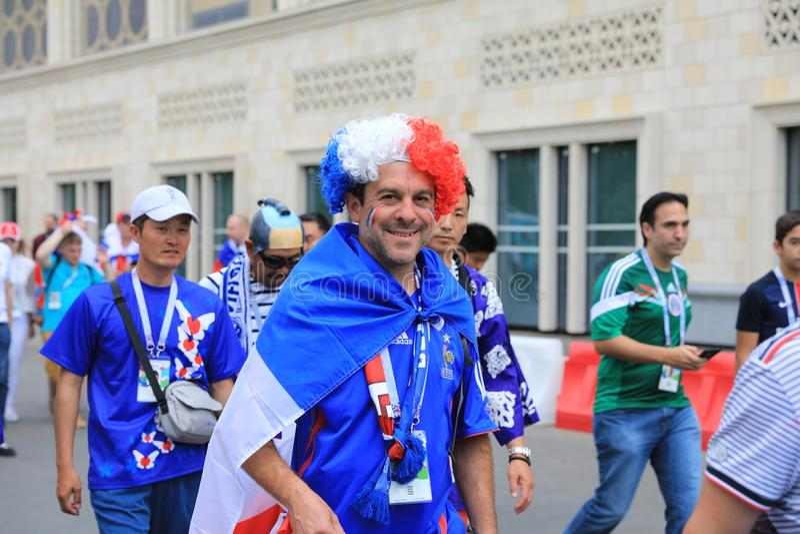 MOSCA, RUSSIA - 26 giugno 2018: I fan della Danimarca e del francese che celebrano durante la coppa del Mondo raggruppano il gioc fotografie stock libere da diritti
