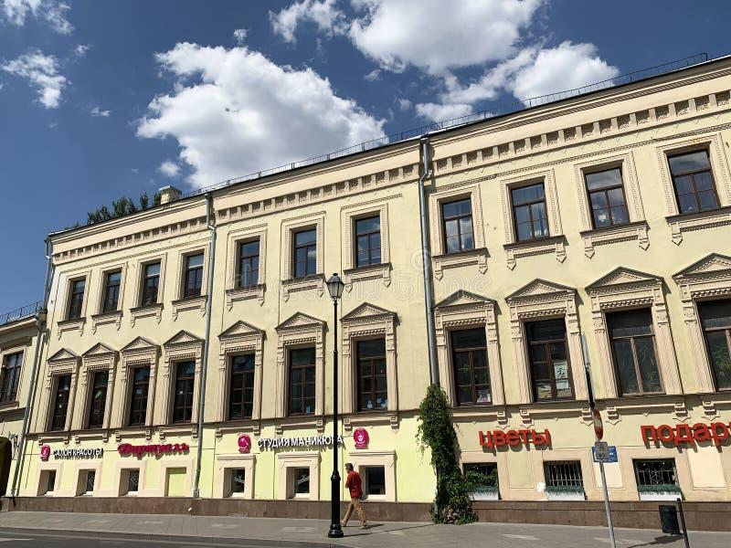 Mosca, Russia, 20 giugno, 2019 La proprietà della città di Botkin sulla via di Pokrovka, alloggia 27 dell'estate a Mosca Casa pri fotografie stock libere da diritti