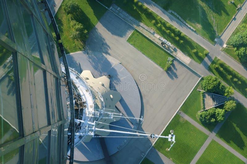 MOSCA, RUSSIA - 3 giugno 2018 Torre di Ostankino TV Vista giù fotografia stock libera da diritti
