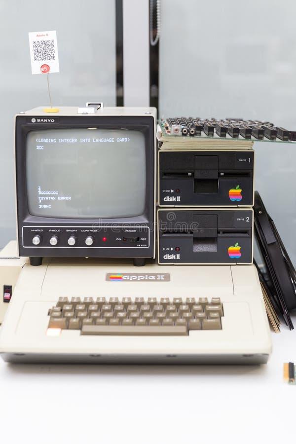 MOSCA, RUSSIA - 11 GIUGNO 2018: Vecchio computer originale di Apple Mac in museo a Mosca Russia immagini stock