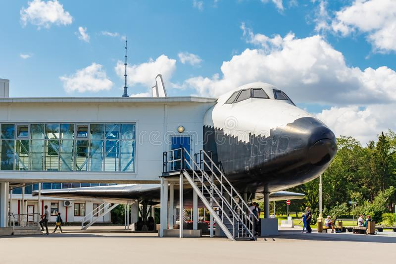 Mosca, Russia - 22 luglio 2019: Museo interattivo dentro il modello della nave orbitale Buran BTS-001 nel parco di VDNH a Mosca immagine stock libera da diritti