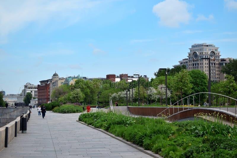Mosca, Russia - 13 maggio 2019: Argine di Krymskaya e parco di Muzeon immagini stock libere da diritti