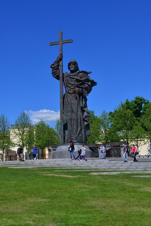 Mosca, Russia - 12 maggio 2018 Monumento a principe Vladimir nel quadrato di Borovitskaya fotografie stock libere da diritti