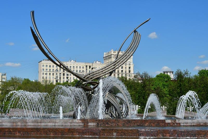 Mosca, Russia, maggio, 08, 2018 Quadrato di Europa Abduzione del ` della fontana del ` di Europa nel giorno di molla soleggiato a immagini stock libere da diritti