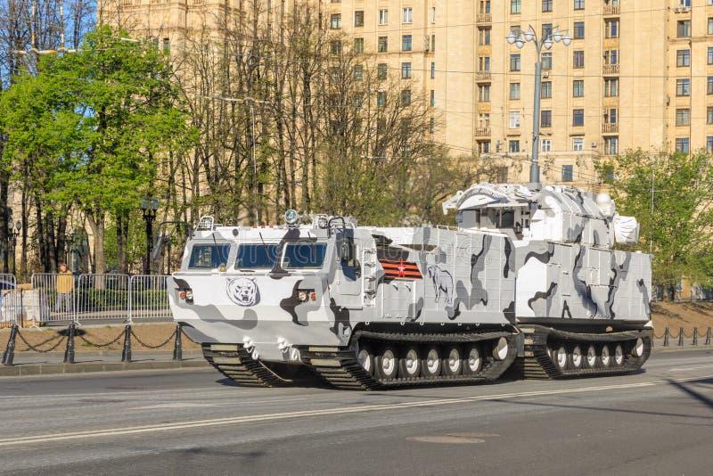 MOSCA, RUSSIA - 9 MAGGIO 2017: Tor contraereo m2 del sistema missilistico in base a ATV-30 sui festeggiamenti di parata votati fotografia stock