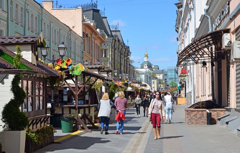 Mosca, Russia - 6 maggio 2017 Via di Rozhdestvenka durante il festival di Acapella immagine stock libera da diritti