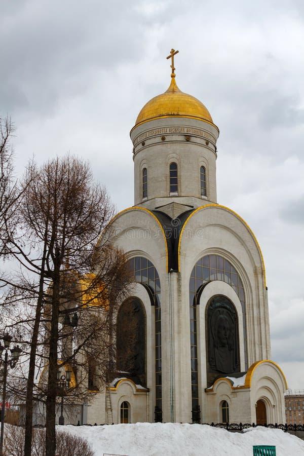 Mosca, Russia - 22 marzo 2018: Chiesa di grande martire George della st il vittorioso sulla collina di Poklonnaya nell'inverno fotografie stock libere da diritti