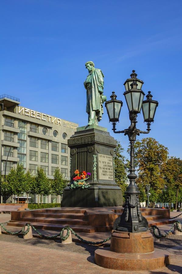 Mosca, Russia - 25 settembre 2017: Alexander Pushkin è un grande poeta russo Monumento sul quadrato di Pushkin immagini stock