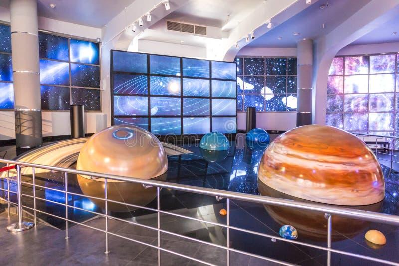 MOSCA, RUSSIA - 28 SETTEMBRE: Mostra nel planetario di Mosca il 28 settembre 2014 a Mosca Uno del mondo immagini stock libere da diritti