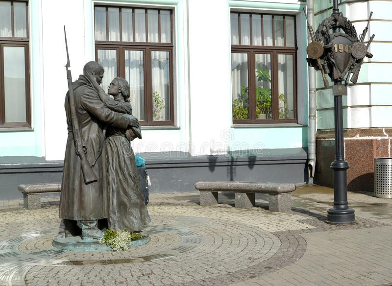Mosca, Russia Una vista di un addio del ` del monumento del ` slavo circa la stazione bielorussa immagine stock libera da diritti