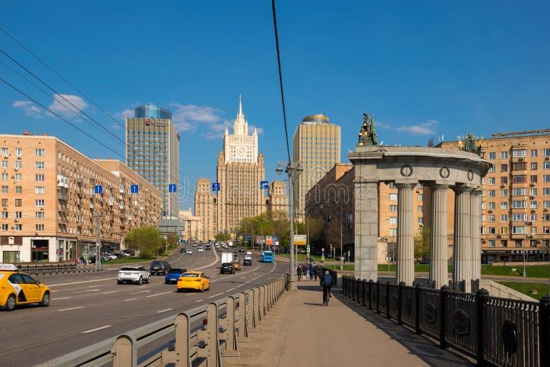 Mosca, vista della costruzione del ministero degli affari esteri un giorno di molla fotografia stock libera da diritti