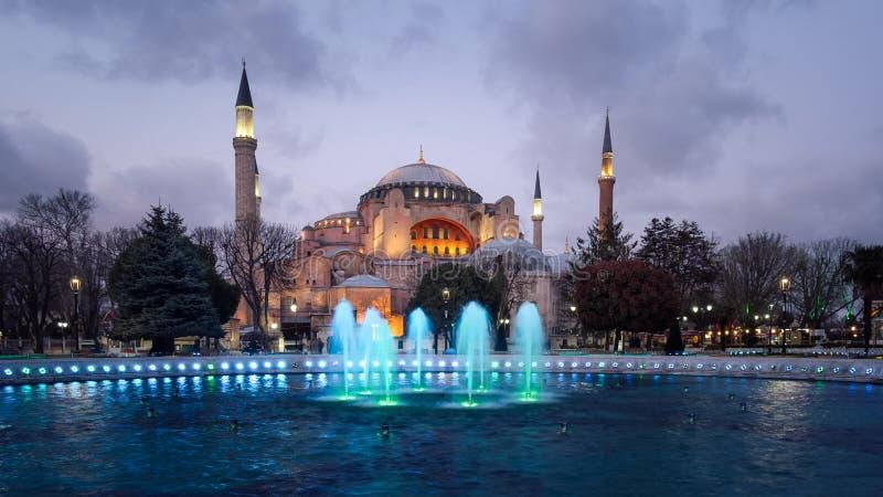 Moschea alla notte, Costantinopoli, Turchia di Hagia Sophia immagine stock