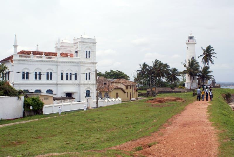 Moschea bianca e casa chiara fotografia stock