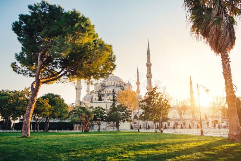 Moschea blu al tramonto, Costantinopoli, Turchia di Sultanahmet immagine stock libera da diritti