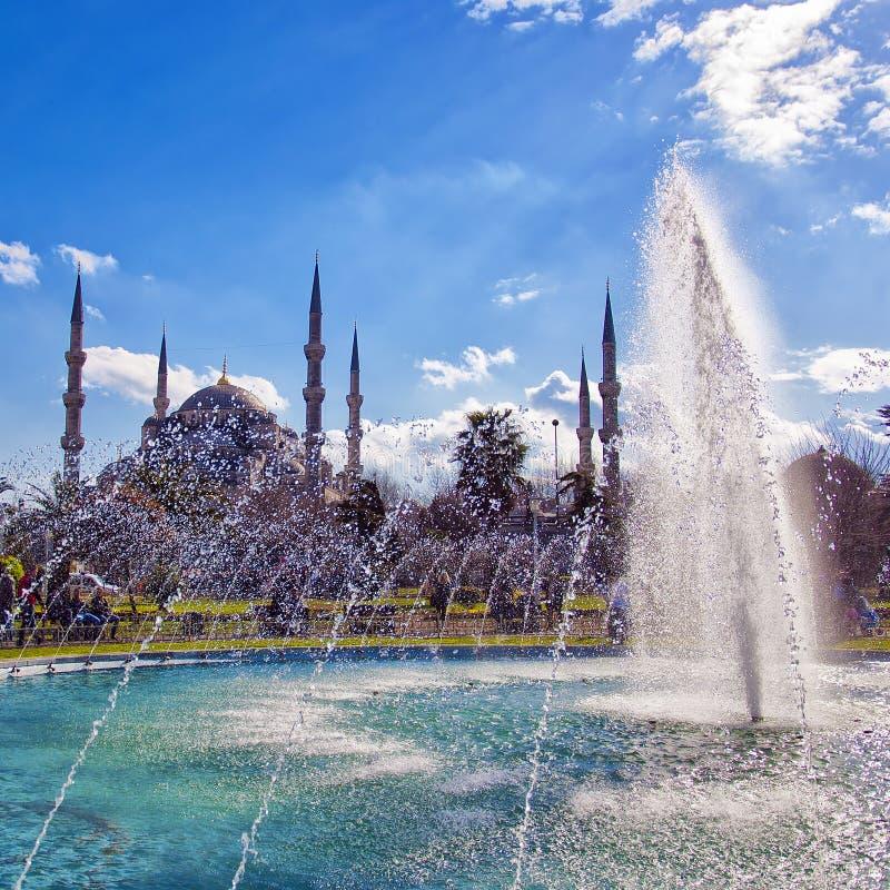 Moschea blu con la fontana 02 immagine stock