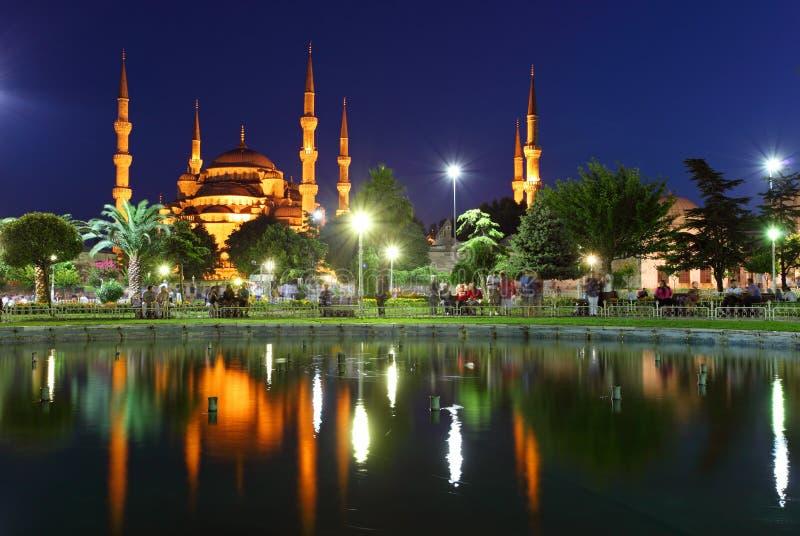 Moschea blu con la riflessione - Costantinopoli immagine stock