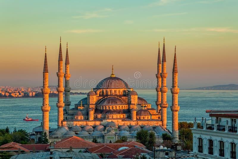 Moschea blu a Costantinopoli nel tramonto fotografia stock libera da diritti