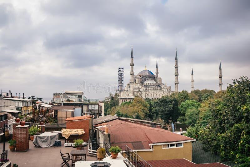Moschea blu di Sultanahmet dal tetto fotografie stock
