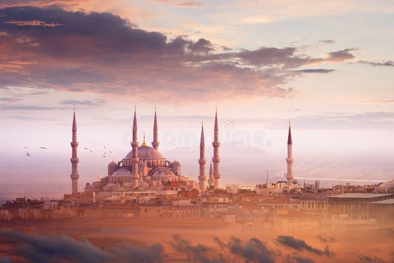 Moschea blu e bello tramonto a Costantinopoli, Turchia fotografia stock libera da diritti