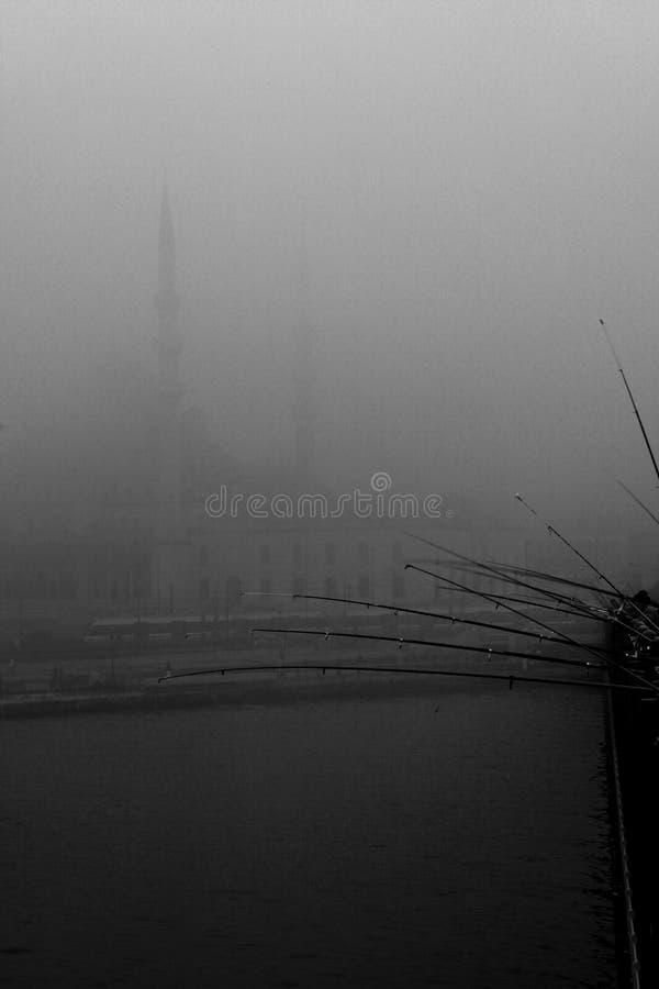 Moschea dell'ottomano sotto nebbia fotografia stock
