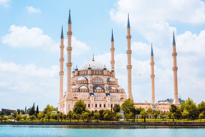 Moschea della centrale della Turchia l'Adana Sabanci immagini stock