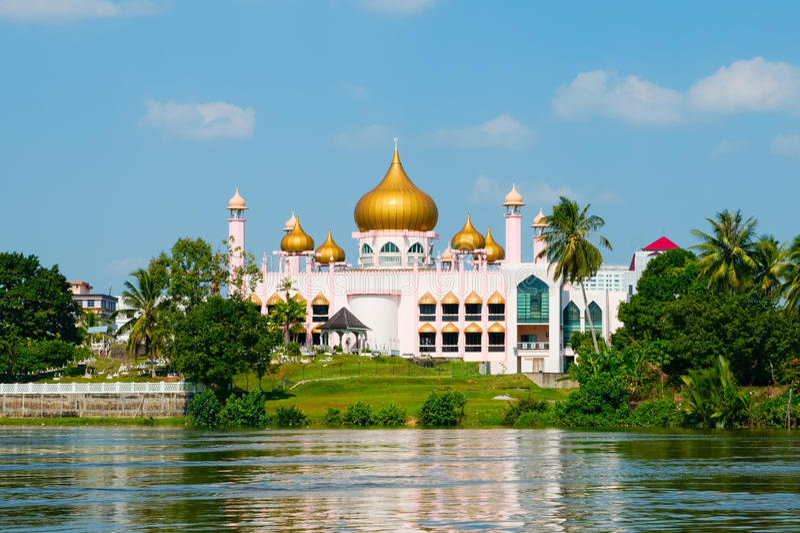 Moschea dentellare in Kuching (Borneo, Malesia) fotografia stock libera da diritti