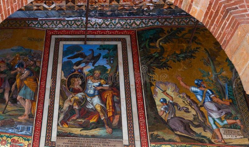 Moschea di Frederick II sulla facciata interna del palazzo reale, Palermo fotografia stock libera da diritti